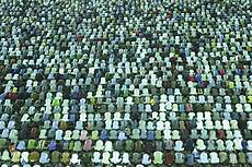 Shi'ite Muslims pray at Jamkaran mosque